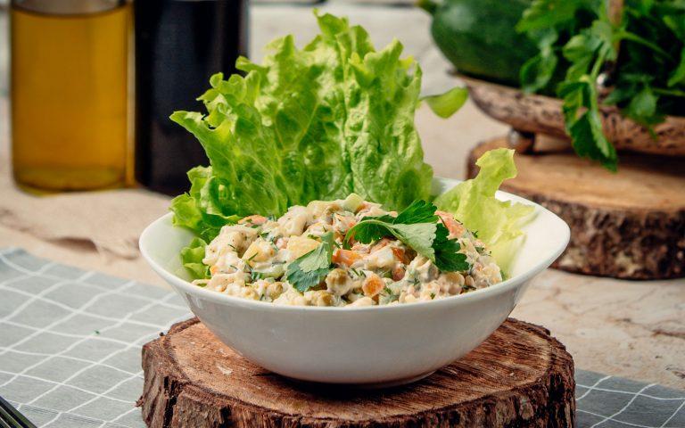 Cómo preparar Ensalada de Pollo con Lechuga